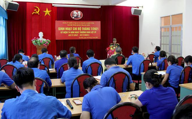 Đại tá Nguyễn Tiến Quang - Chủ tịch Hội Truyền thống Trường Sơn - đường Hồ Chí Minh tỉnh kể câu chuyện