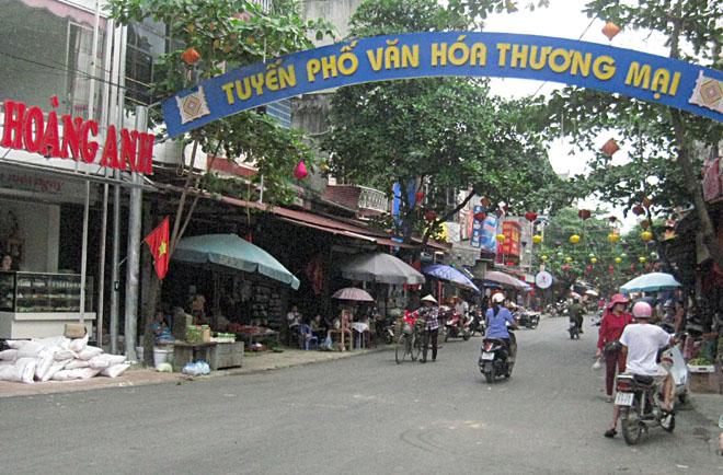 """Thương mại, dịch vụ là một trong những thế mạnh phát triển kinh tế của phường Trung Tâm, góp phần thực hiện hiệu quả Cuộc vận động """"Toàn dân đoàn kết xây dựng nông thôn mới, đô thị văn minh""""."""