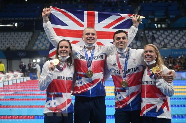 Đội bơi của Anh giành Huy chương vàng nội dung bơi 4x100m tiếp sức hỗn hợp nam nữ Olympic Tokyo 2020 tại Tokyo, Nhật Bản ngày 31/7/2021.