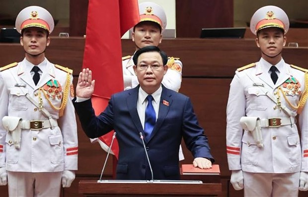 NA Chairman Vuong Dinh Hue takes oath at the event