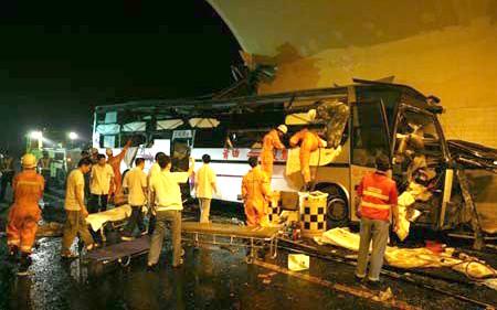 Một vụ tai nạn xe khách dưới đường hầm ở Trung Quốc năm 2008.