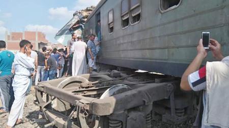 Hiện trường tai nạn gần ga Khorsid ở ngoại ô TP Alexandria, Ai Cập, ngày 11-8-2017.