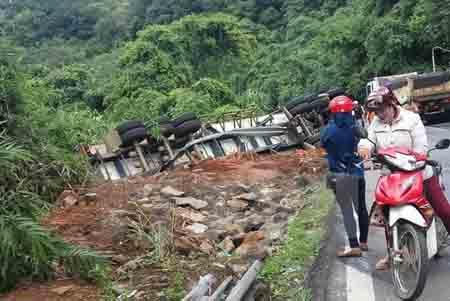 Hiện trường một vụ tai nạn giao thông trên đèo Bảo Lộc. (Ảnh minh hoạ)