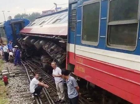 Toa tàu bị trật bánh tại ga Yên Viên ngày 6/8.