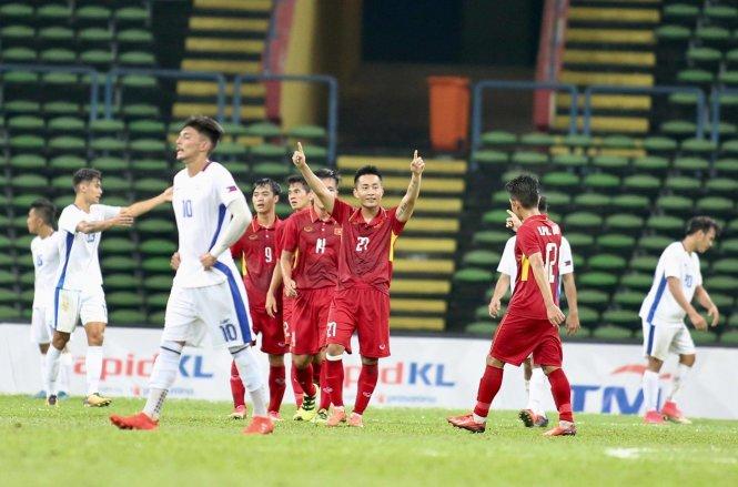 Tuấn Tài (27) ăn mừng bàn nâng tỉ số lên 4-0 cho U-22 VN.