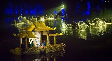 """""""Tinh hoa Bắc bộ"""" là show diễn có sân khấu mặt nước lớn nhất Việt Nam."""
