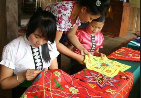 Được vay vốn từ quỹ tiết kiệm của Chi hội, chị Lường Thị Nhung, Chi hội tổ Pá Khết, phường Trung Tâm, thị xã Nghĩa Lộ đã tạo được việc làm và thu nhập ổn định.