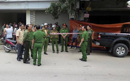 Lực lượng chức năng phong tỏa hiện trường vụ án.