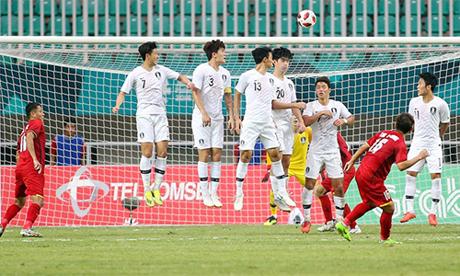 Bàn thắng đẹp của Minh Vương vào lưới Hàn Quốc.