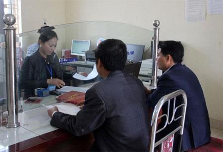 Công chức xã Đại Minh thực hiện tốt nhiệm vụ tiếp công dân.