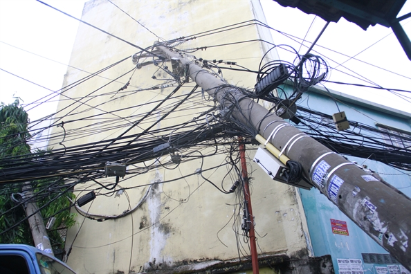 Mưa lớn đã làm 7 cột điện bị sạt lở móng, đổ ở thị xã Nghĩa Lộ. (Ảnh minh họa)