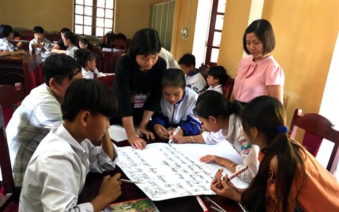 Thành viên các câu lạc bộ trẻ em huyện Văn Chấn tham gia tập huấn truyền thông kỹ năng sống.