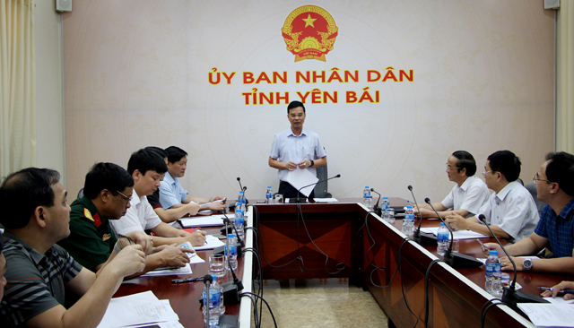 Đồng chí Dương Văn Tiến – Phó Chủ tịch UBND tỉnh phát biểu chỉ đạo tại cuộc họp.