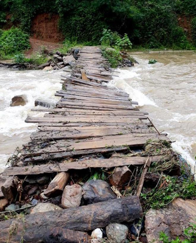 An Lương nghiêm cấm người dân qua lại những cây cầu này khi có nước lớn.