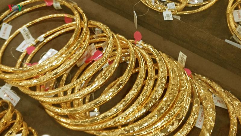 Giá vàng SJC được Công ty VBĐQ Sài Gòn niêm yết ở mức 41,25 - 41,60 triệu đồng/lượng (mua vào-bán ra). (Ảnh minh hoạ)
