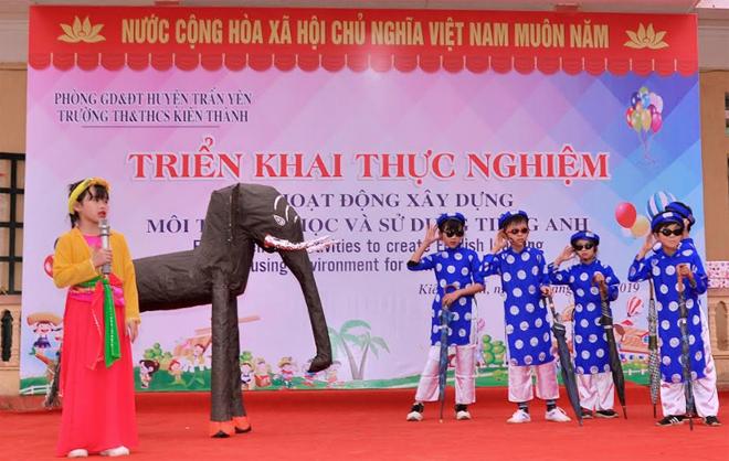 Triển khai thực nghiệm hoạt động xây dựng môi trường học và sử dụng tiếng Anh ở Trường TH&THCS Kiên Thành.