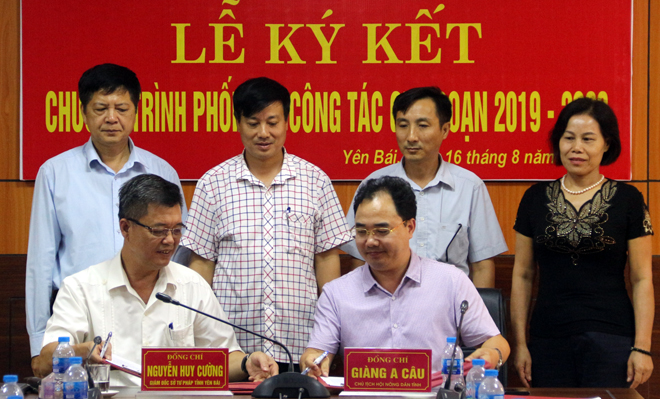 Lễ ký kết Chương trình phối hợp công tác giữa Hội Nông dân tỉnh và Sở Tư pháp giai đoạn 2019 - 2023.