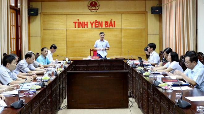 Đồng chí Dương Văn Tiến - Phó Chủ tịch UBND tỉnh, Trưởng ban Chỉ đạo xây dựng kỷ yếu phát biểu tại Hội thảo.