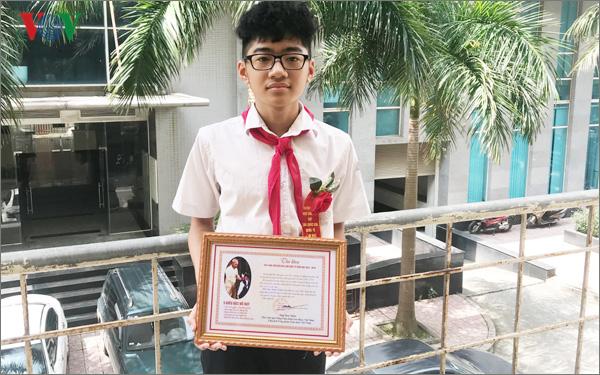 Đặng Hữu Hoàng Nguyên, học sinh lớp 8H chuyên Toán, trường THCS Trưng Vương (Hà Nội).