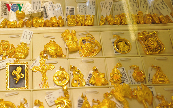 Chiều 22/8, giá vàng trong nước và thế giới cùng tăng nhẹ.