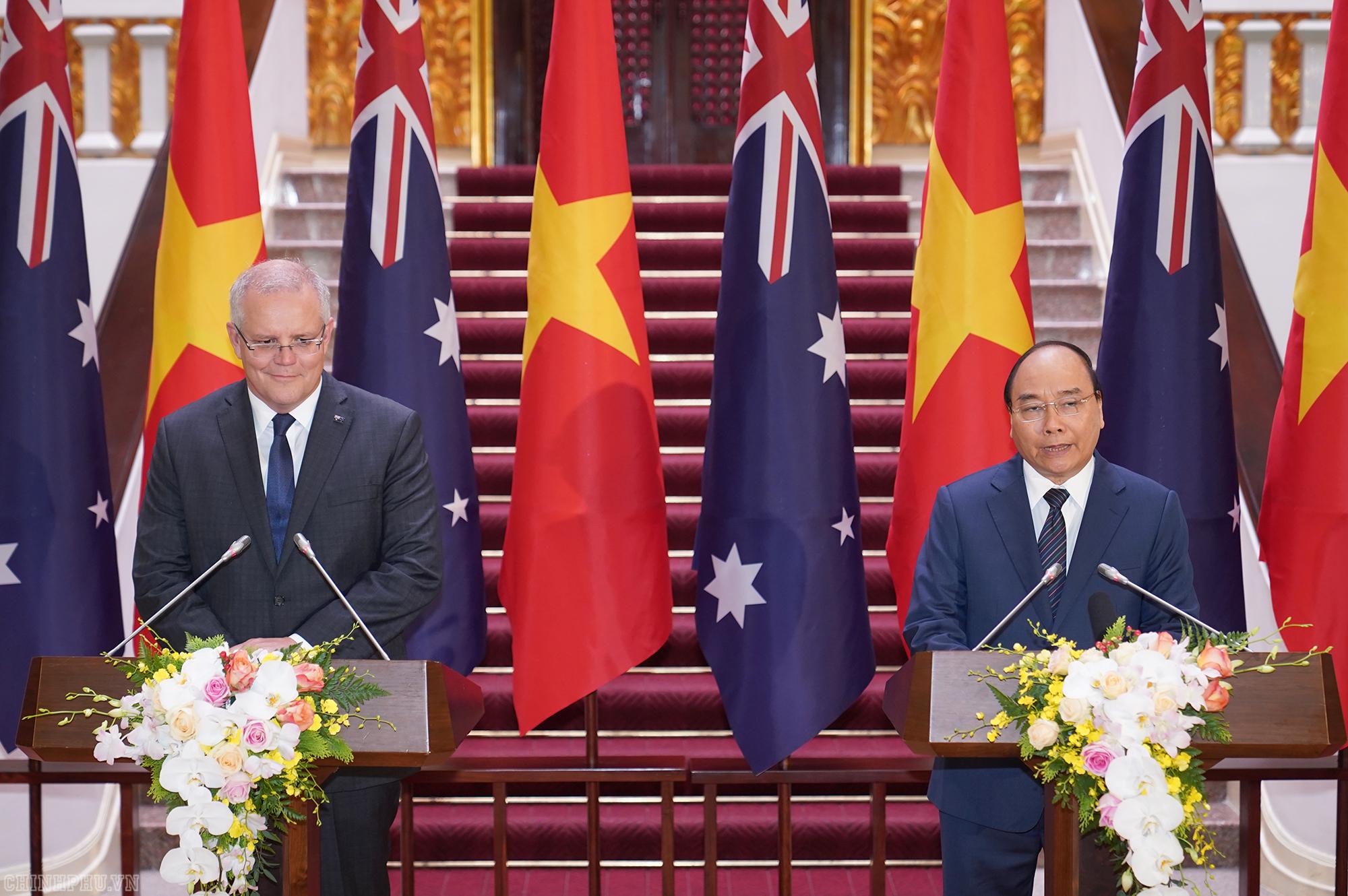 Thủ tướng Nguyễn Xuân Phúc và Thủ tướng Australia tại họp báo.