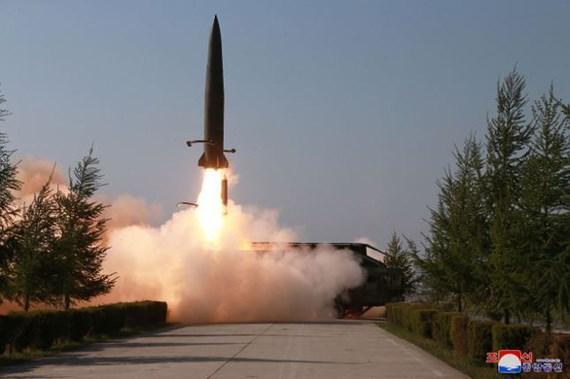 Hình ảnh một vụ phóng tên lửa trên sóng truyền hình của Triều Tiên ngày 26-7-2019.