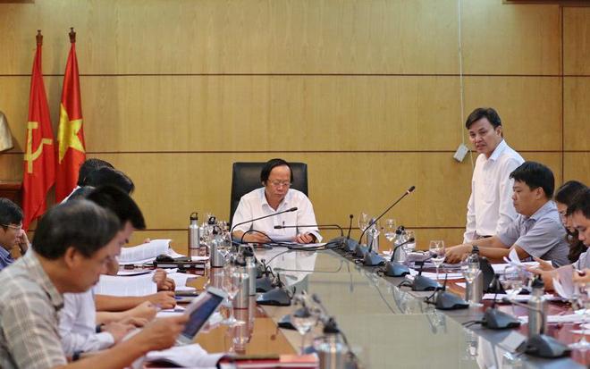 Phó tổng cục trưởng Tổng cục Môi trường Hoàng Văn Thức thông tin tại cuộc họp.