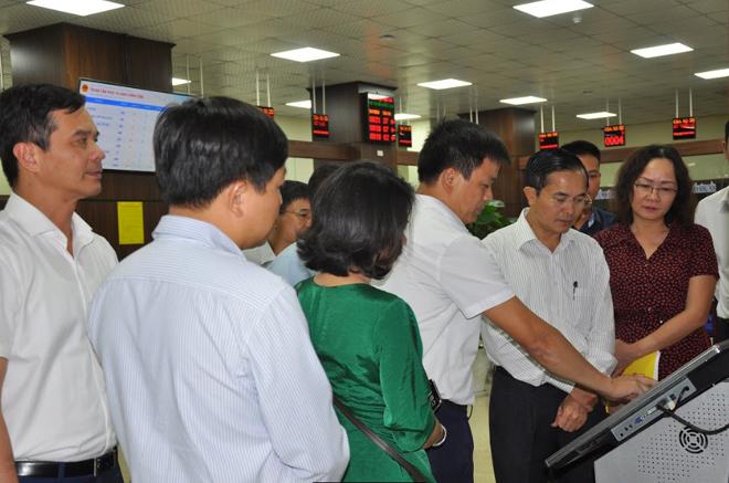 Đoàn công tác tỉnh Nghệ An tham quan Trung tâm Phục vụ hành chính công tỉnh Yên Bái.