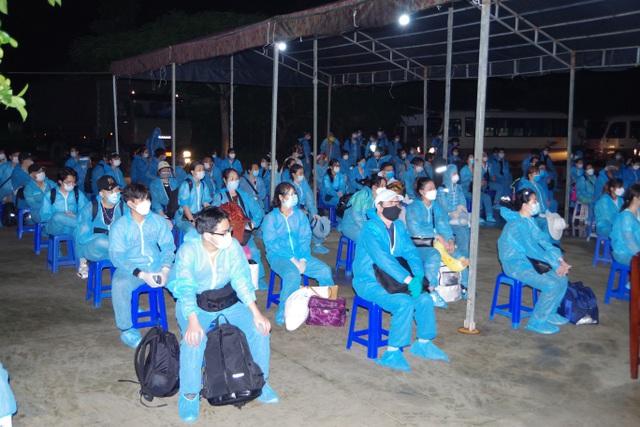 Các công dân về cách ly tại Sóc Trăng.