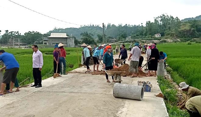 Phong trào hiến đất, tài sản trên đất để mở rộng đường bê tông từ 3m lên 6m được người dân Nghĩa Phúc ủng hộ tích cực.
