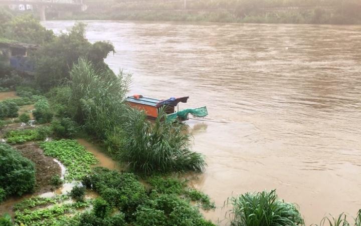 Lũ lớn trên thượng nguồn sông Hồng, đoạn chảy qua thành phố Lào Cai.