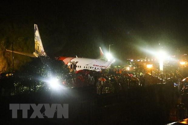 Hiện trường vụ tai nạn máy bay chở khách ở sân bay quốc tế Calicut (Kozhikode) thuộc bang Kerala, Ấn Độ ngày 7/8/2020.