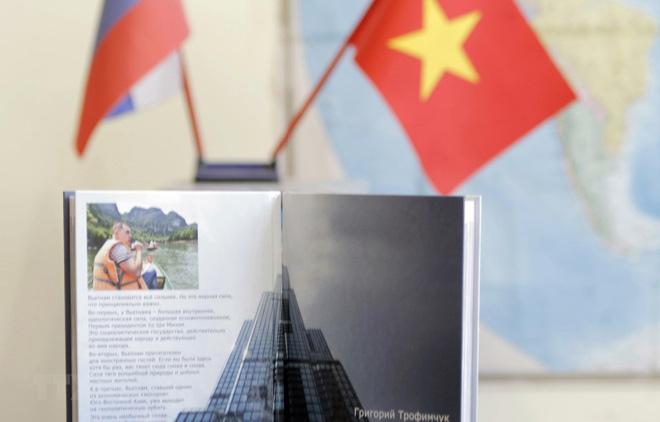 """Cuốn sách """"Việt Nam cất cánh"""" góp phần tô thắm thêm tình hữu nghị Việt Nam-Liên bang Nga."""