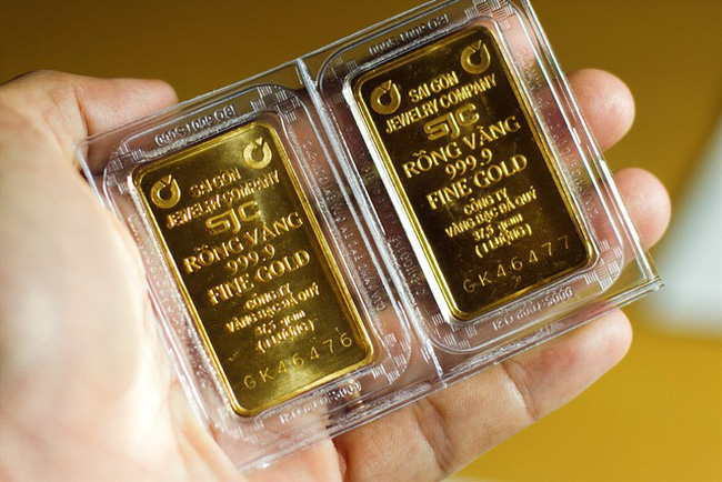 Sáng 11/8, giá vàng trong nước tiếp tục giảm mạnh.
