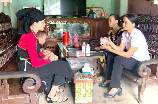 Công tác tuyên truyền phòng chống dịch bệnh Covid-19 được xã Tân Hương đẩy mạnh, nhất là tuyên truyền trực tiếp tới hộ đồng bào dân tộc thiểu số.