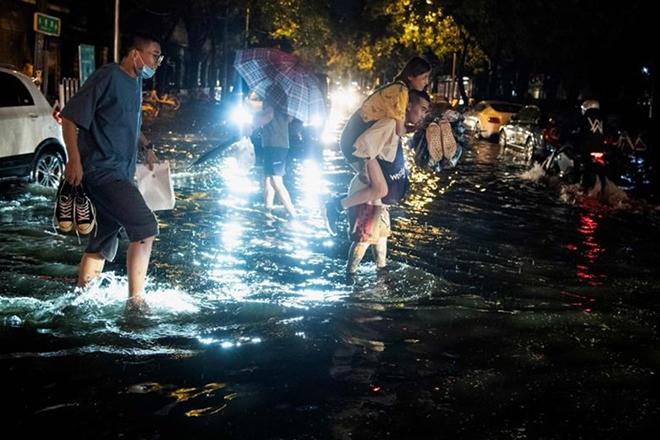 Cơn mưa đột ngột ở Bắc Kinh gây ngập lụt hôm 9.8.