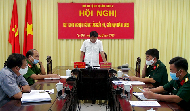 Đồng chí Nguyễn Văn Khánh - Phó Chủ tịch UBND tỉnh, Trưởng ban Chỉ huy PCTT - TKCN tỉnh Yên Bái phát biểu tham luận tại Hội nghị.