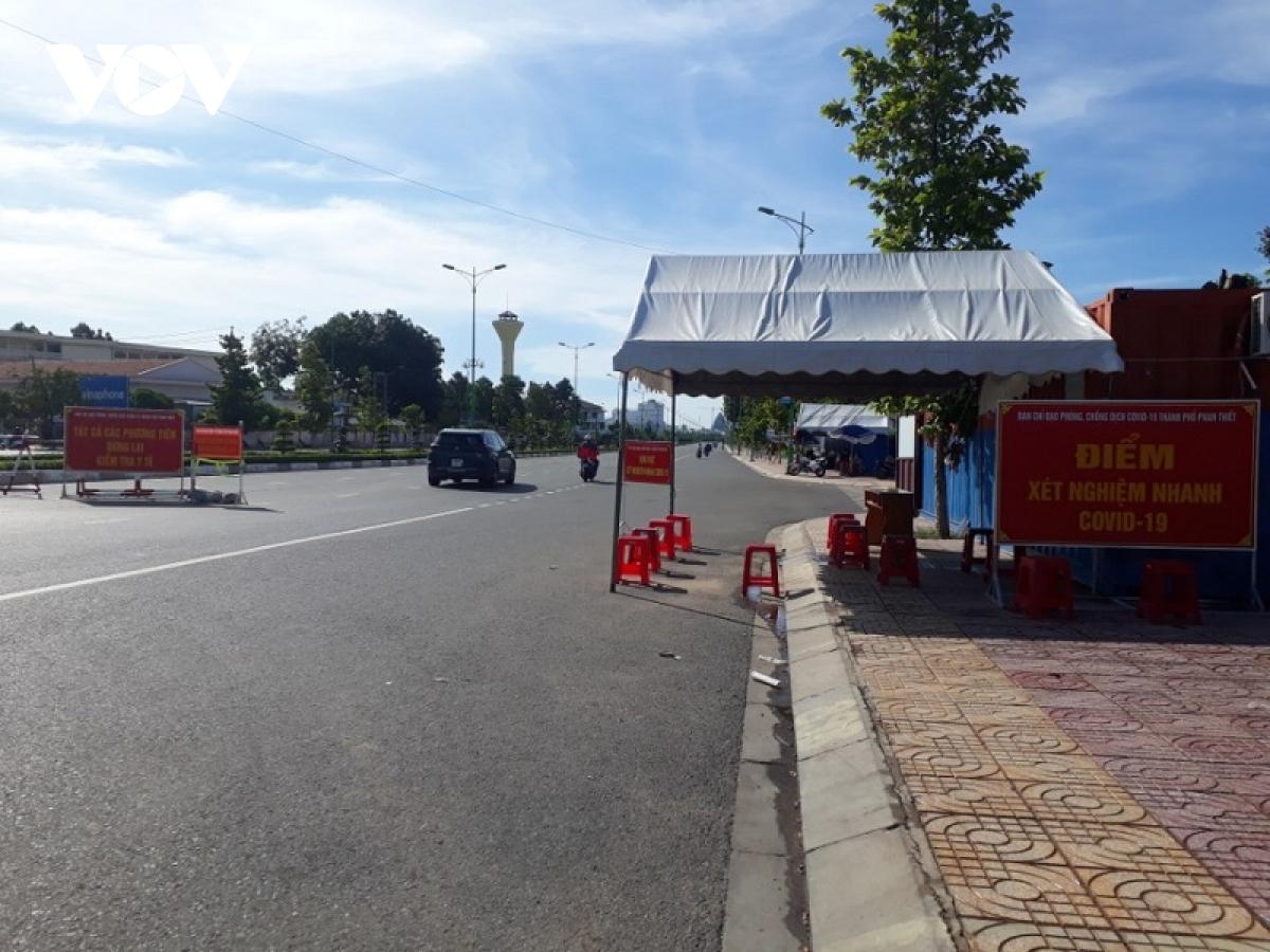 Chốt kiểm soát dịch Covid-19 trên đường Lê Duẩn, TP. Phan Thiết.