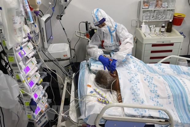 Điều trị cho bệnh nhân nhiễm COVID-19 tại bệnh viện ở Haifa, Israel.