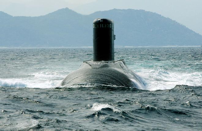 Tàu ngầm 182 Hà Nội đi biển.