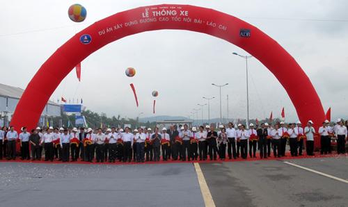 Lễ cắt bằng thông tuyến cao tốc Nội Bài - Lào Cai