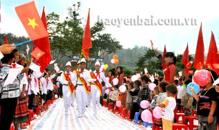 Lễ khai giảng năm học mới của cô và trò xã Nà Hẩu (huyện Văn Yên).
