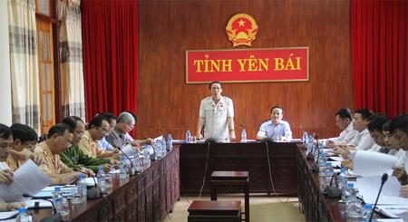 Đồng chí Hồ Trọng Ngũ - Phó chủ nhiệm Ủy ban Quốc phòng – An ninh của Quốc hội phát biểu tại buổi làm việc.