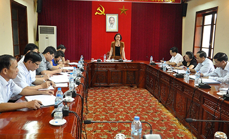 Đồng chí Phạm Thị Thanh Trà – Phó bí thư Tỉnh ủy, Chủ tịch UBND tỉnh, Trưởng Tiểu ban Tuyên truyền, Phục vụ và Bảo vệ Đại hội XVIII Đảng bộ tỉnh phát biểu chỉ đạo tại cuộc họp.