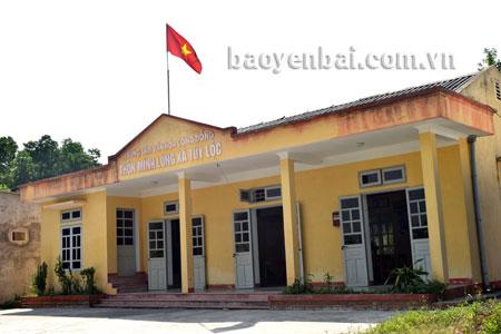 Nhà văn hóa thôn Minh Long, xã Tuy Lộc (thành phố Yên Bái) được quy hoạch, xây dựng đạt chuẩn theo quy định của Bộ Văn hóa - Thể thao và Du lịch.