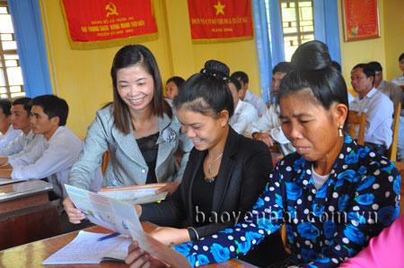 Đảng viên xã Nghĩa An, thị xã Nghĩa Lộ học tập, quán triệt các chủ trương đường lối của Đảng, chính sách, pháp luật của Nhà nước.