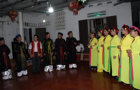 Câu lạc bộ Chèo phường Cầu Thia tập luyện trước ngày hợp diễn.
