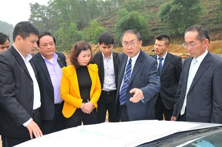 Các nhà đầu tư Nhật Bản tìm hiểu quy hoạch Khu Công nghiệp phía Nam tỉnh Yên Bái.
