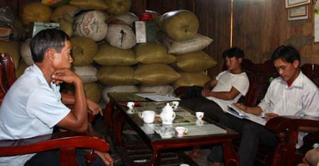 Chi ủy Chi bộ bản Lìm Mông, xã Cao Phạ bàn nội dung sinh hoạt Chi bộ.