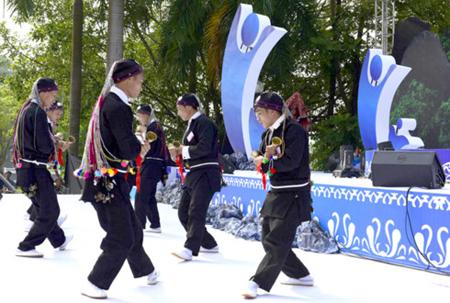 Điệu múa truyền thống của đồng bào dân tộc Dao.
